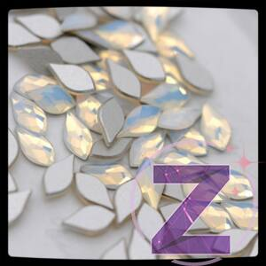 swarovski flame üveg forma körömdísz white opal színben