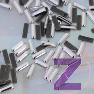 szegecs körömdísz hosszú hasáb formában ezüst színben