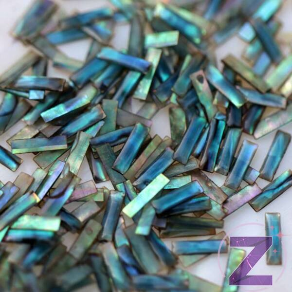 kagyló körömdísz kék színben hasáb formában