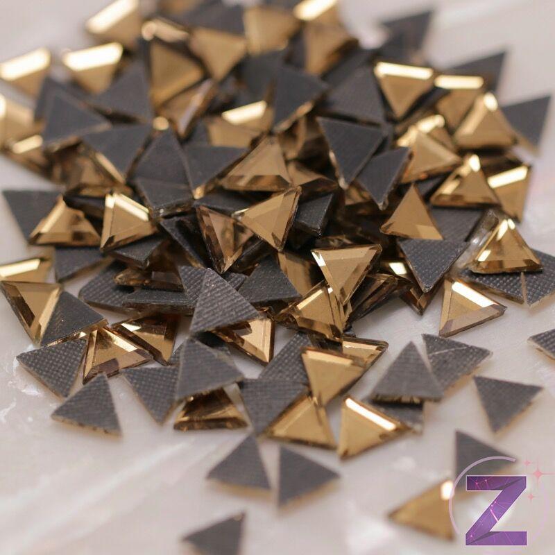 vasalható strassz háromszög formában light colorado topaz színben