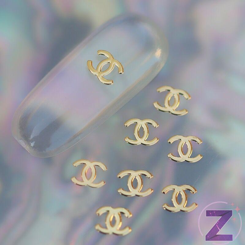 metál körömdíszítő lemez vékony Chanel forma arany színben