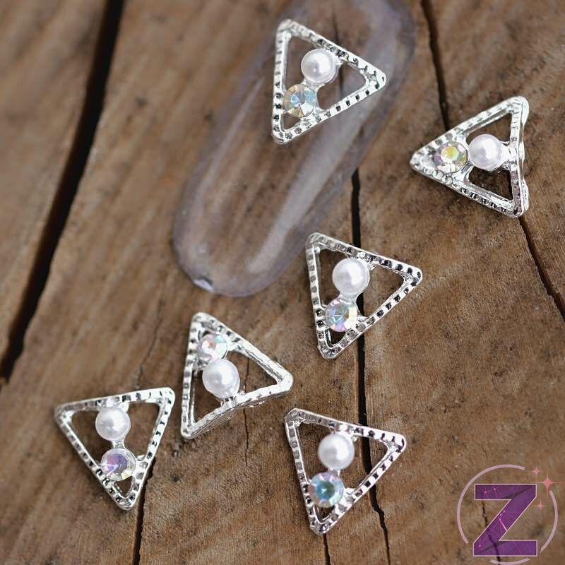 zodiac körömékszer ezüst színű háromszög gyönggyel és strasszkővel