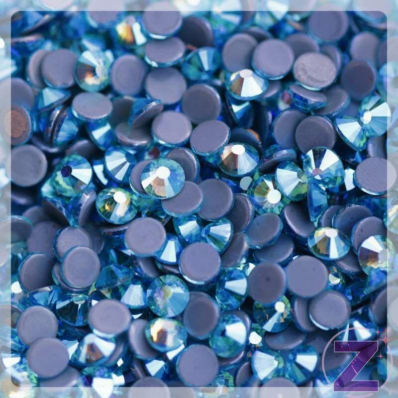 vasalható strasszkő ss20 méretben capri blue ab színben