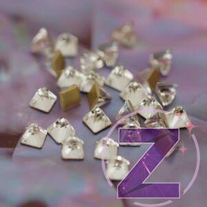 strassz formakő crystal színű piramis