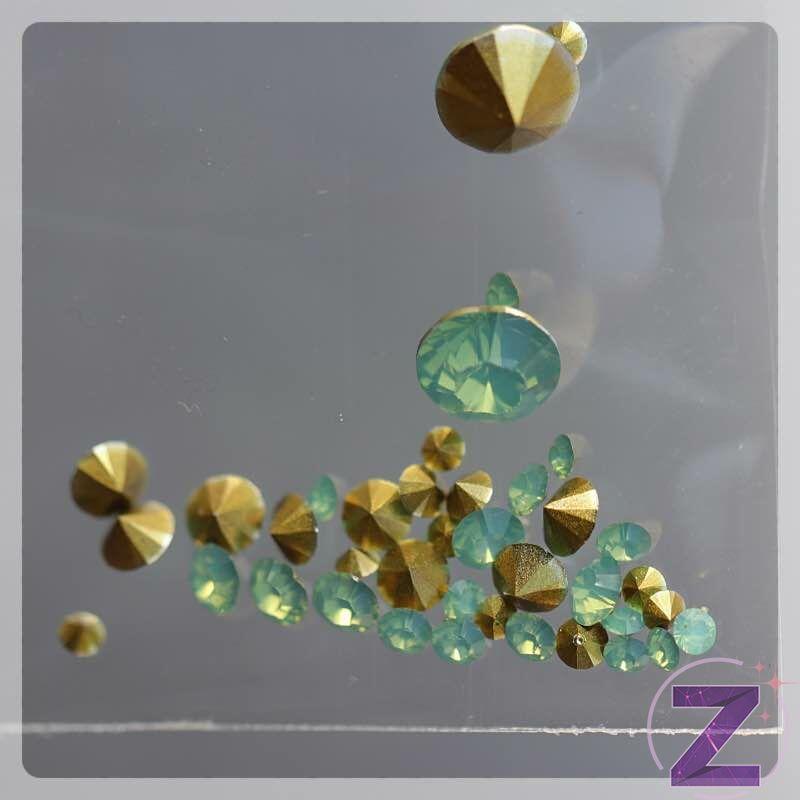 körömdekoráció opálos színű rivoli dísz