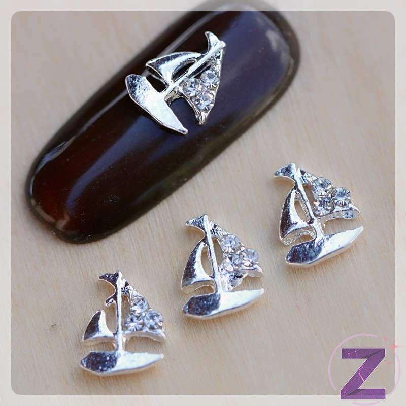 strasszköves körömdísz ezüst színű vitorláshajó strasszkövekkel