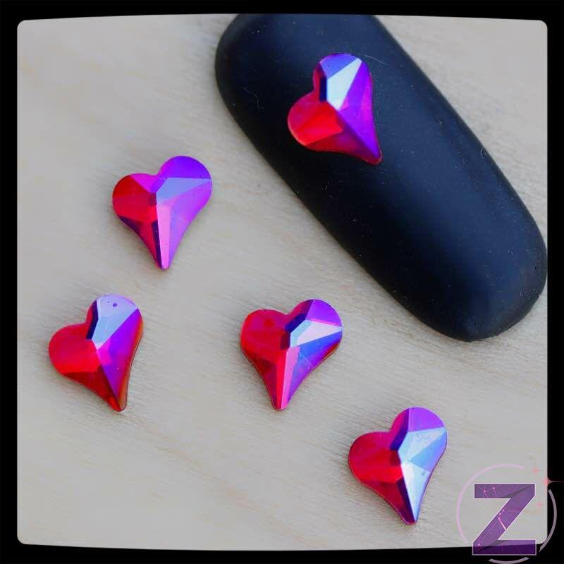 strassz formakő körömdísz szív alakban siam ab színben